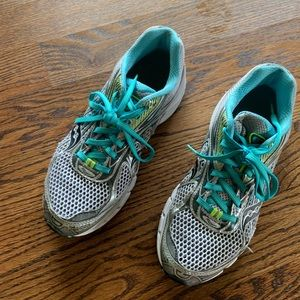 Saucony running shoes size 9.5